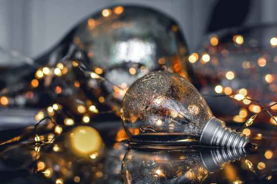 close up photography of bulb on water